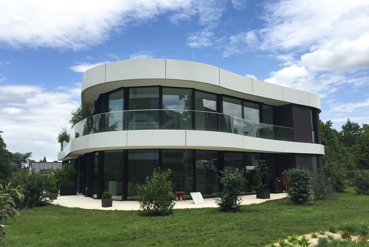 Hybridfassade aus Stahl- und Aluminium-Pfosten-Riegen-Konstruktion